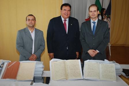 O registrador, Herbert Teixeira Cândido; o juiz da comarca, José Adalberto Coelho e o gerente da GENOT, Iácones Batista Vargas