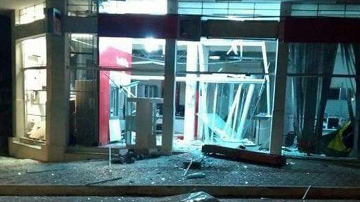 Explosão caixas eletrônicos Dores do Indaiá - MG